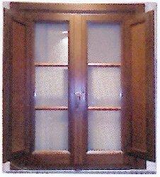 Foto finestra in castagno